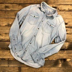 Calvin Klein Jeans Chambray Button Down |E25